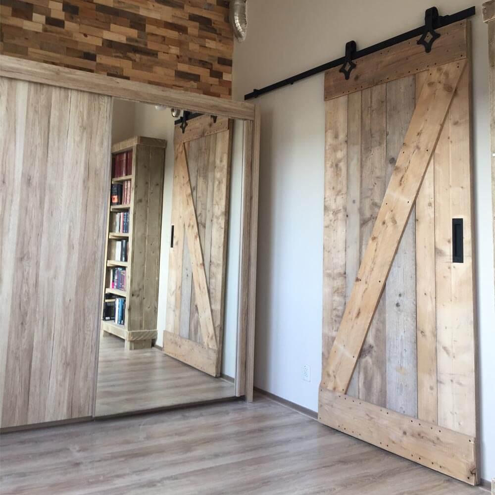 schuifdeur van gebruikt steigerhout